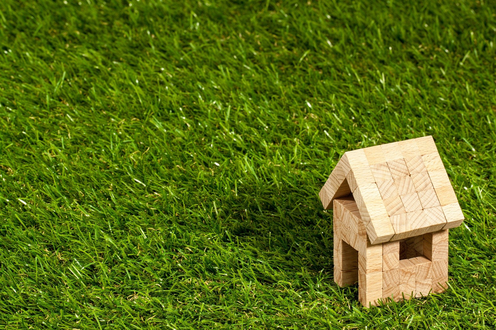 Read more about the article Why Should You Opt for Roofers That Provide Roof Financing Service