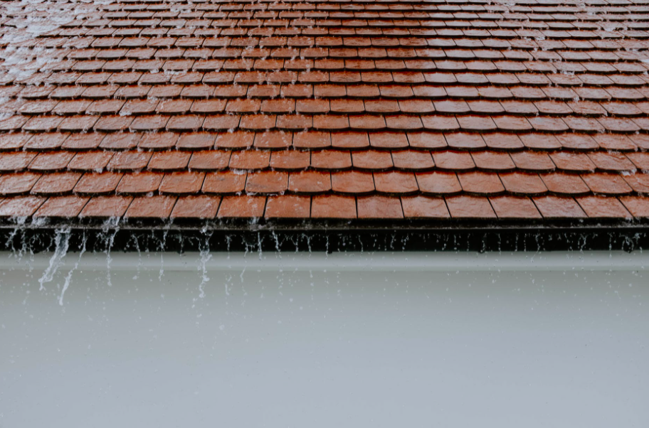 Read more about the article Your Roof Starts Leaking During Heavy Rainfall- What Do You Do?